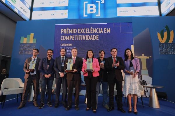 Governador Renan Filho participou da solenidade em São Paulo com outros secretários