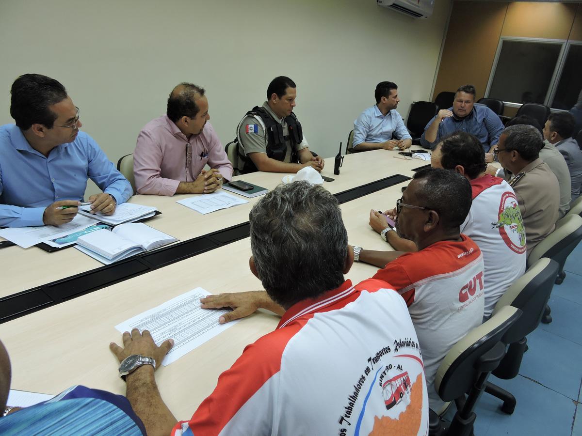 Reuniões mensais na SSP tem ampliado a parceria com empresas e rodoviários (Foto: Vanessa Siqueira)