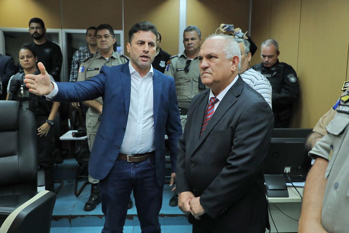 Governador em exercício em visita a SSP (Foto: Márcio Ferreira)