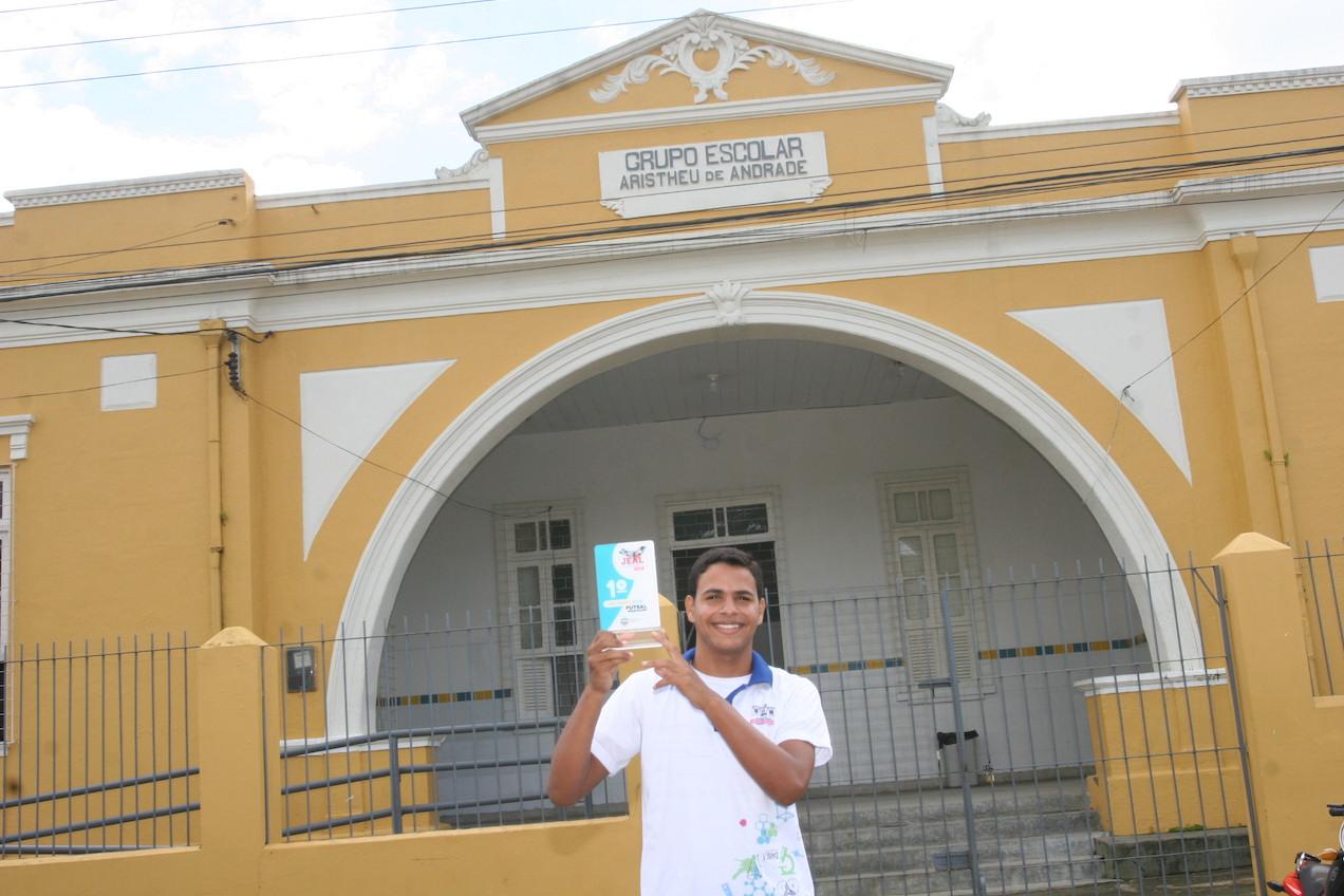 Gestores, alunos e funcionários comemoram avanços e resgate da credibilidade da Escola Aristheu de Andrade (Fotos: José Demétrio)