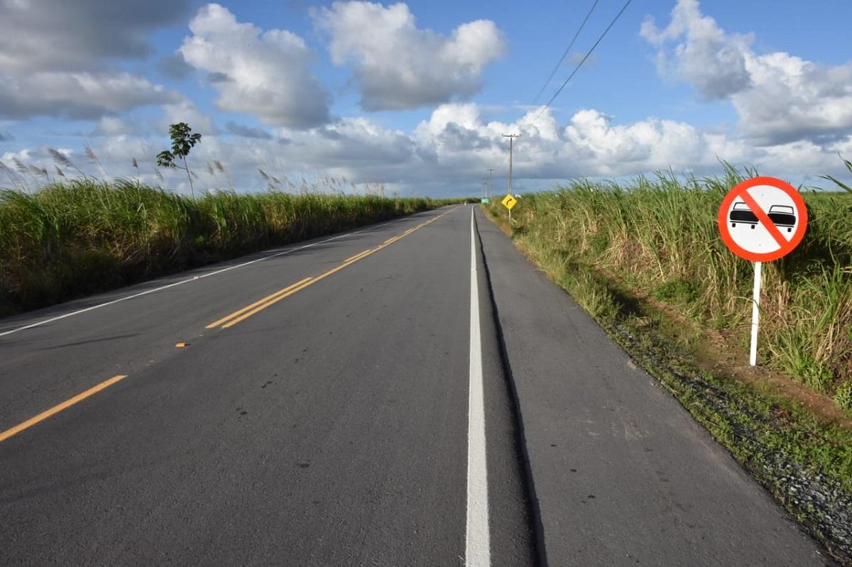 Acesso a Roteiro foi executada por meio do Programa Pró-Estrada e possui 17 quilômetros de extensão, a partir do entroncamento das rodovias AL-420 e AL-415 (Foto: Neno Canuto)
