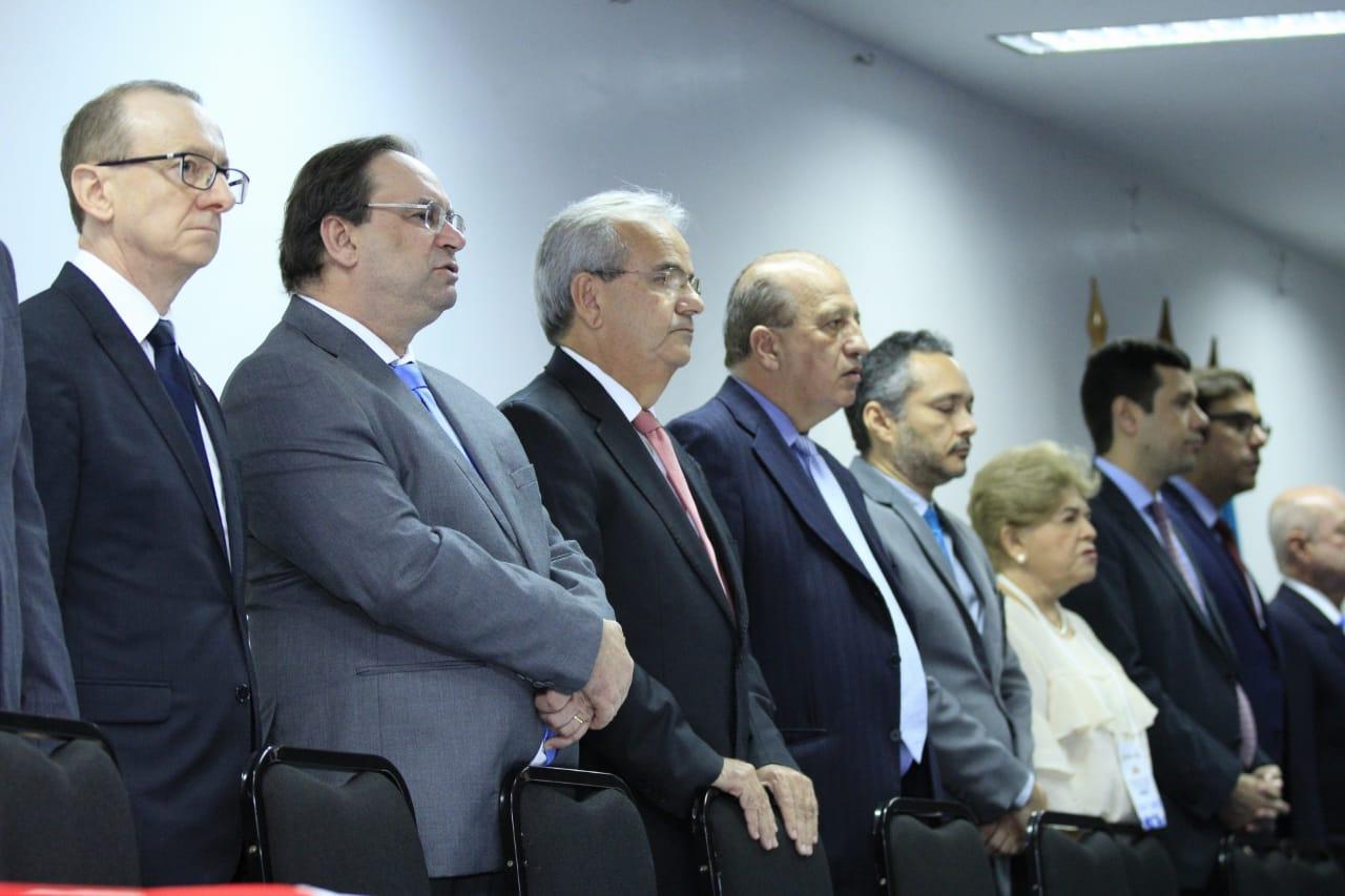 Luciano Barbosa fez parte da mesa de palestrantes acompanhado do Presidente do TCE-AL, Otávio Lessa, o Ministro do TCU João Augusto e outras autoridades(Foto: Thiago Henrique)