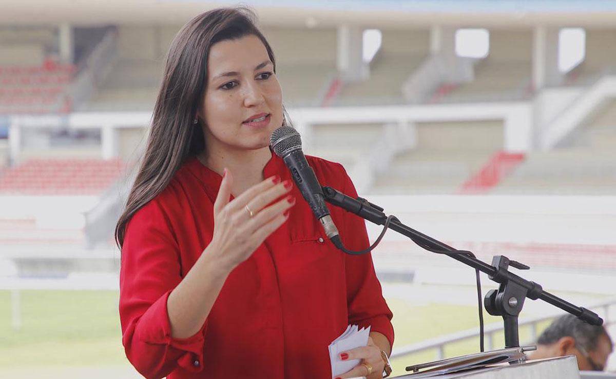 Secretária Claudia Petuba (Foto Márcio Ferreia)