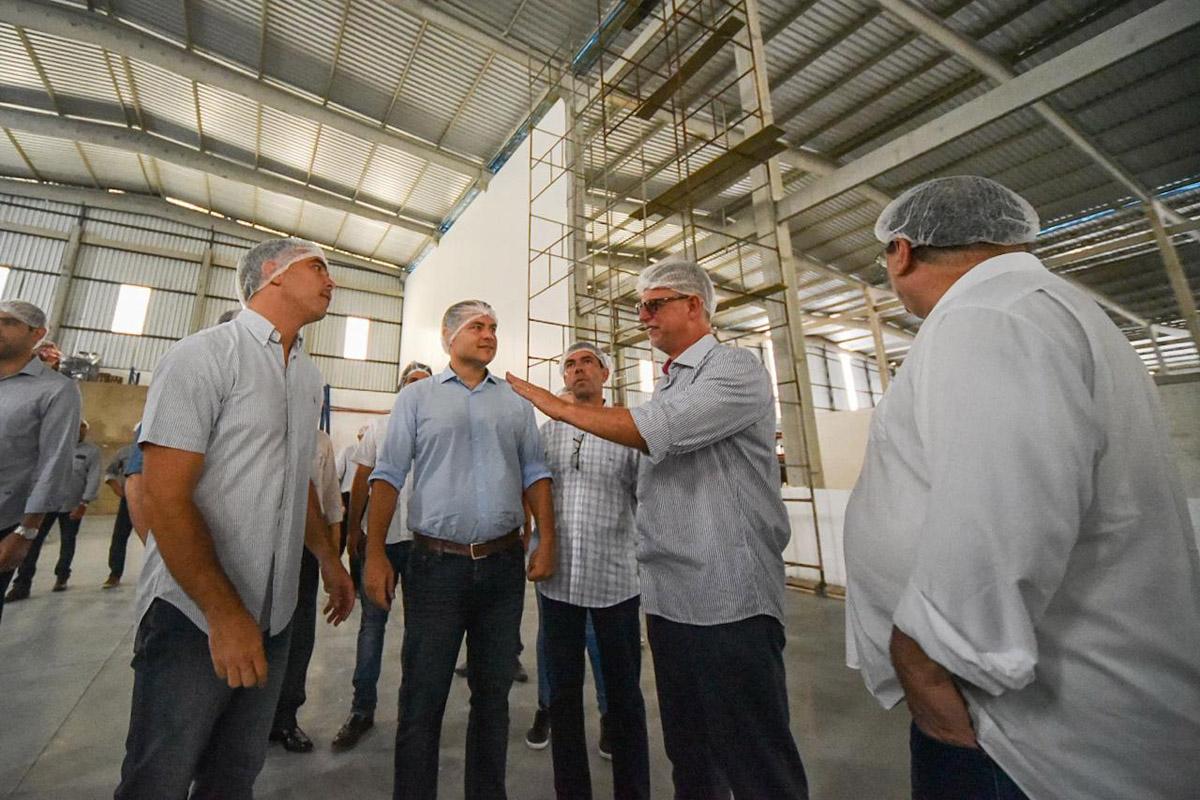 Durante a solenidade, o governador Renan Filho destacou a importância do trabalho conjunto com os diferentes setores de atuação, a exemplo do investimento em obras estruturantes, para a consolidação dos avanços na economia em Desenvolvimento Econômico no estado (Ascom Sedetur)