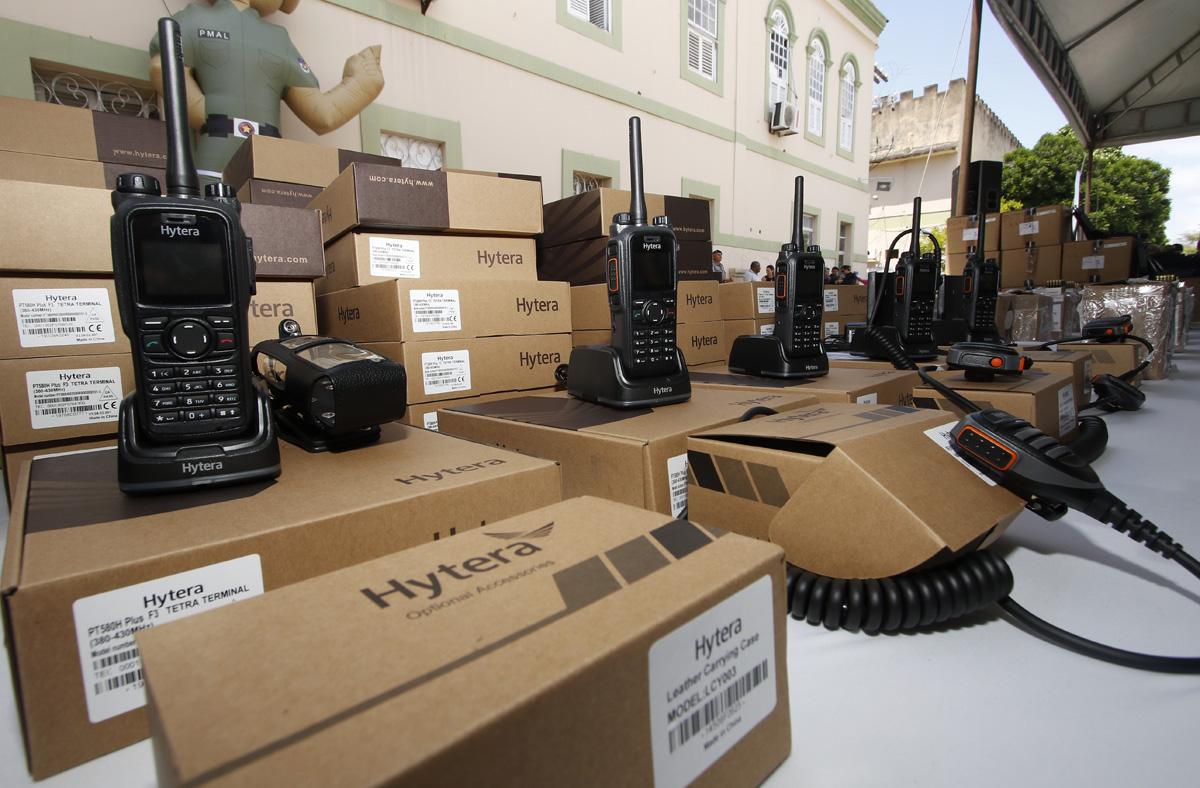 Governador Renan Filho entregou, nesta sexta-feira (25), novas viaturas, armamentos de ponta e um sistema de radiocomunicação digital capaz de cobrir 100% do território alagoano (Thiago Sampaio)