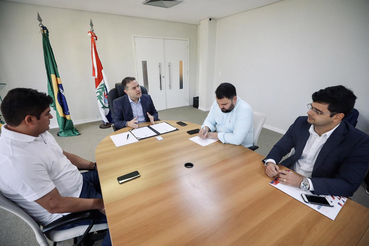 Governador Renan Filho assim lei que institui o Serviço de Inspeção Industrial e Sanitário de Produtos de Origem Animal no Estado de Alagoas (Foto: Márcio Ferreira)