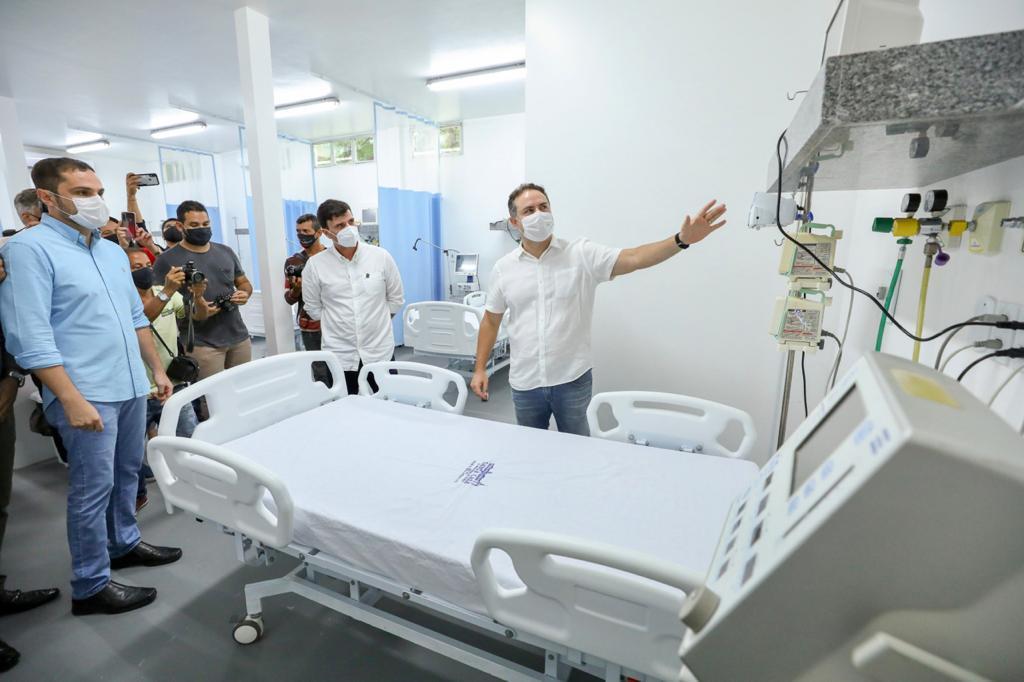 Governador Rena Filho inaugurou 18 unidades clínicas e 7 de UTI adulto, nesta terça-feira, 23, na Santa Casa de Misericórdia de Penedo (Márcio Ferreira)